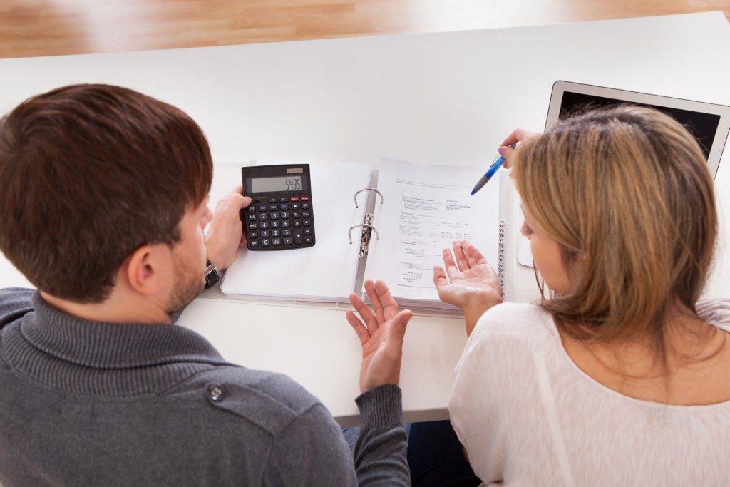 Couple argue about money