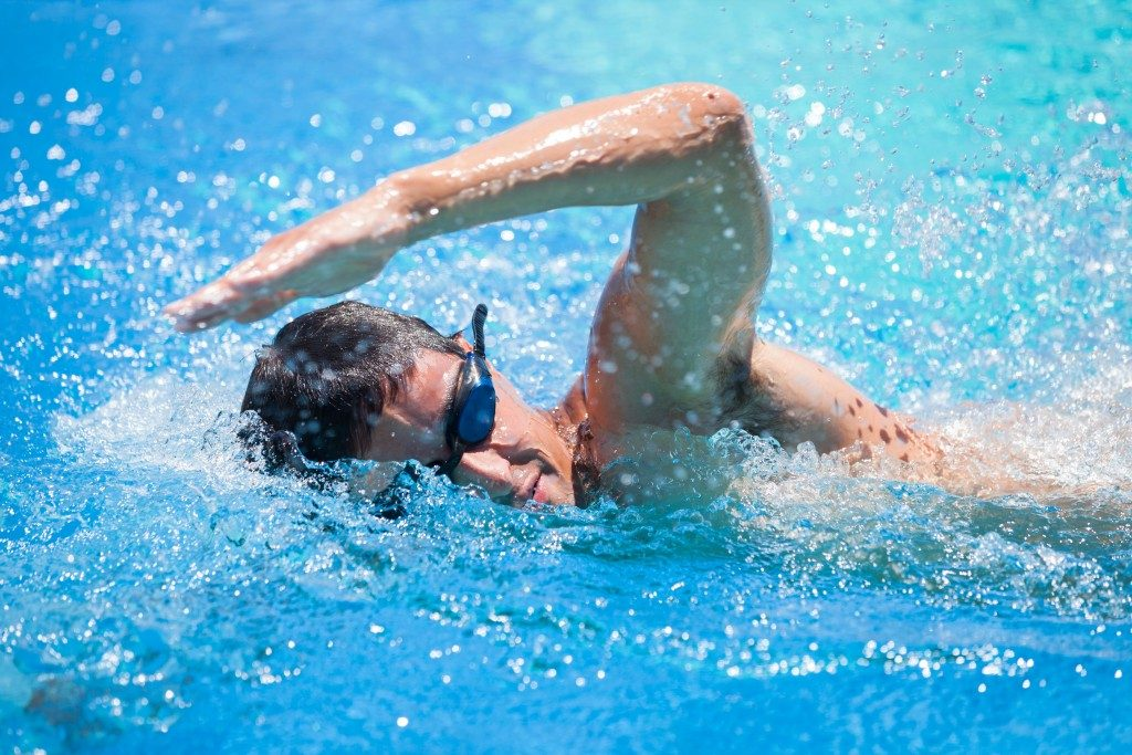 Man doing competitive swimming