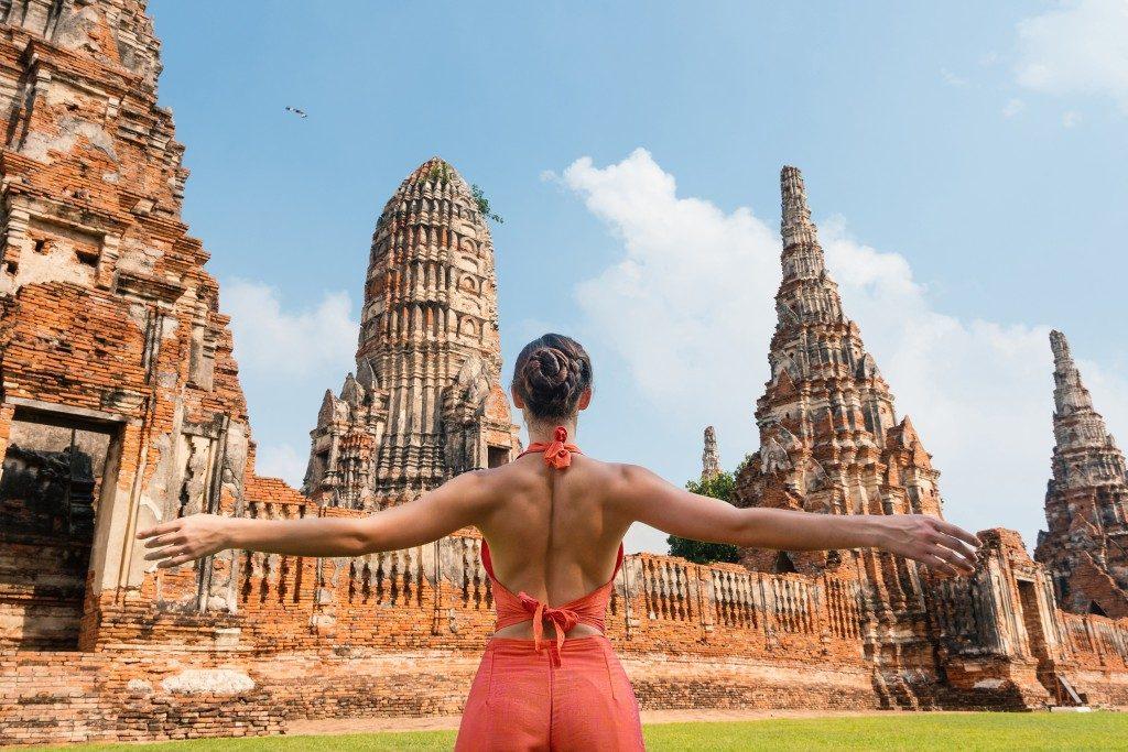 girl visiting bangkok temples