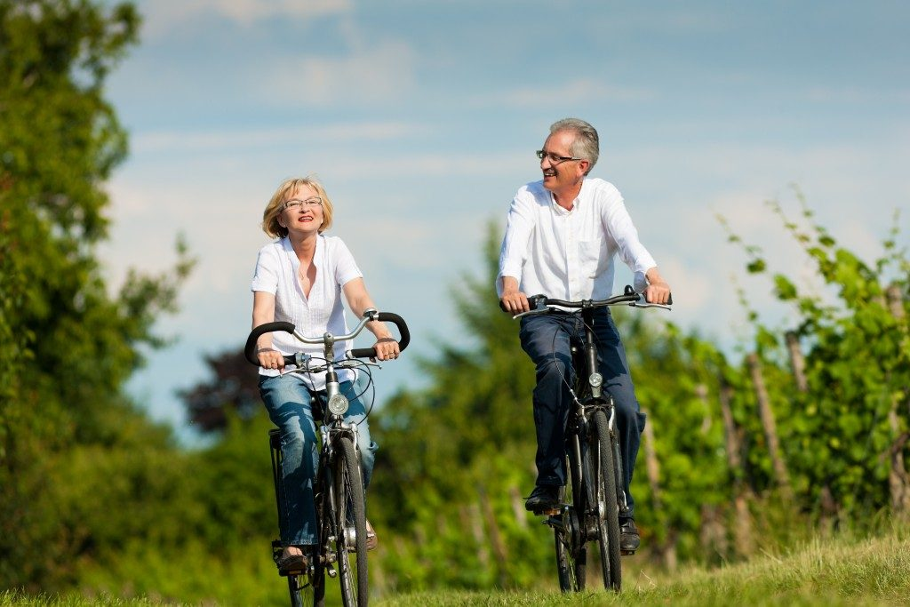 Old couple cycling