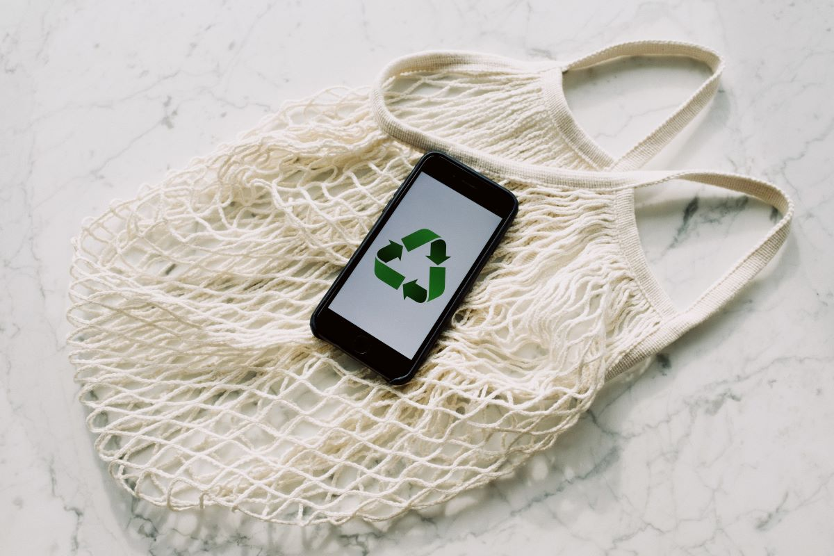 recycle logo on phone